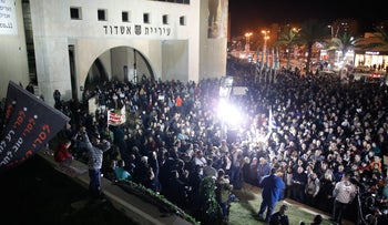Protesters demonstrating outside Ashdod City Hall on January 20, 2018.