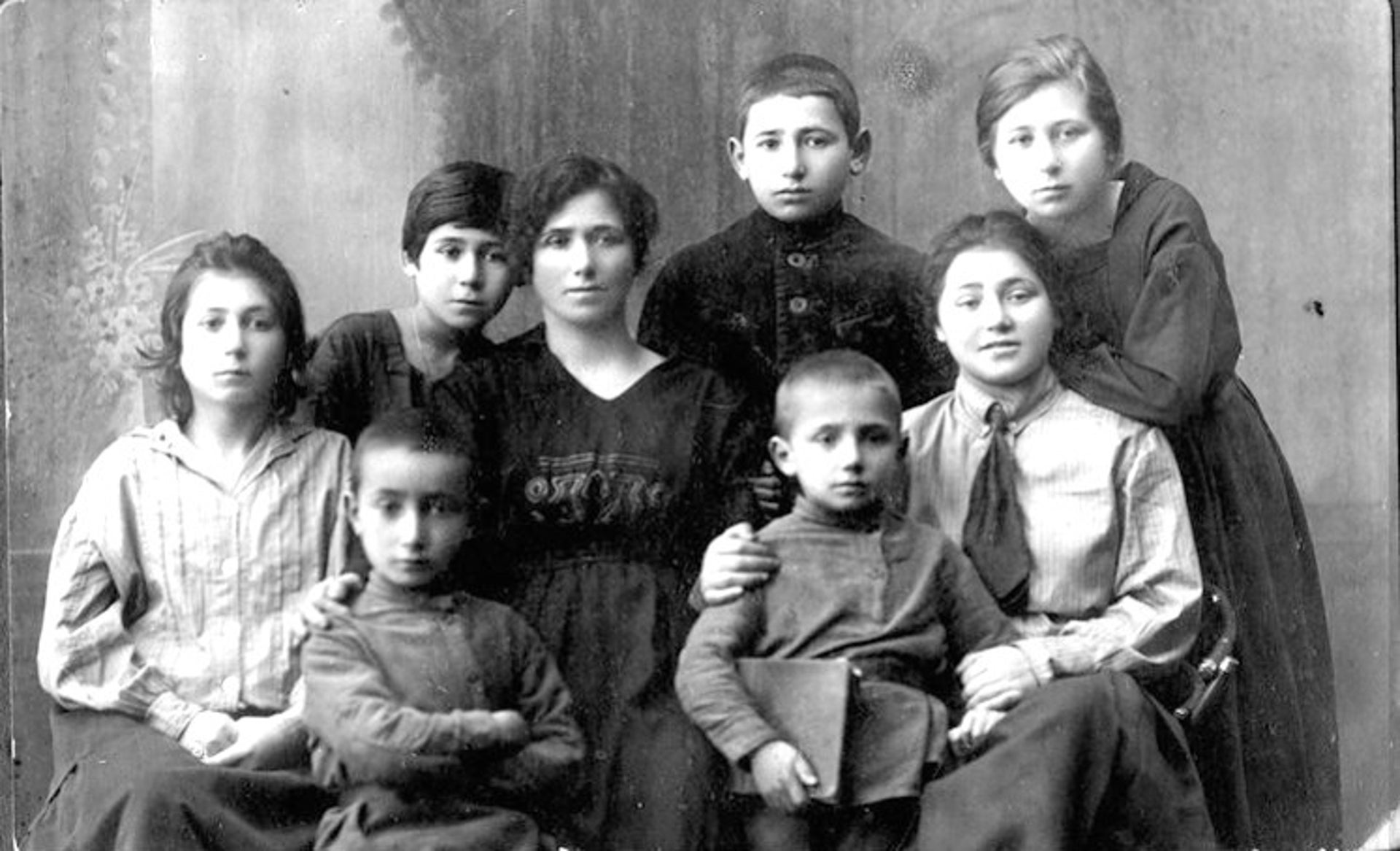 Rivka Katznelson, second from right.