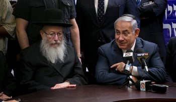 United Torah Judaism chairman Yaakov Litzman with Prime Minister Benjamin Netanyahu at a Knesset meeting, 2017.