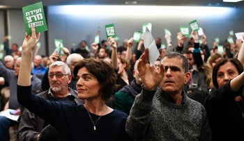 MK Tamar Zandberg, seated left, and other members of the Israeli left-wing Meretz party vote to change the party's electoral system, January 7, 2018.