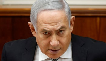 (FILES) A picture dated on February 25, 2018 shows Israeli Prime Minister Benjamin Netanyahu at the weekly cabinet meeting at his Jerusalem office.  Israeli police arrived on March 2, 2018 at Prime Minister Benjamin Netanyahu's home where media reports said they were to question him for an eighth time over allegations of fraud and bribery. / AFP PHOTO / GALI TIBBON