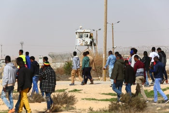 March against Israel's plans to deport African asylum seekers, from Holot to Saharonim Prison in the Negev, February 22, 2018.