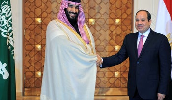 Egyptian President Abdel Fattah al-Sisi shakes hands with Saudi Crown Prince Mohammad Bin Salman at the Ittihadiya presidential palace in Cairo, Egypt, March 4, 2018 in this handout picture courtesy of the Egyptian Presidency. Picture taken March 4, 2018. The Egyptian Presidency/Handout via REUTERS ATTENTION EDITORS - THIS IMAGE WAS PROVIDED BY A THIRD PARTY