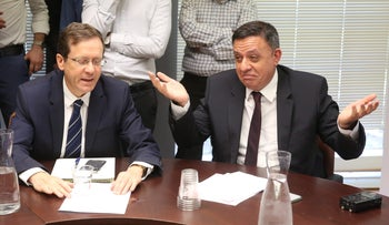 Labor Party head Avi Gabbay (left) flanked by opposition chair Isaac Herzog (right).