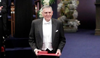 Dan Shechtman of Israel poses after receiving the 2011 Nobel Prize in chemistry during the award ceremony at the Concert Hall in Stockholm December 10, 2011.        REUTERS/Ints Kalnins (SWEDEN  - Tags: POLITICS)  