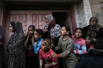 Relatives of Ibrahim Abu Shaer, killed a day earlier by Israeli forces when clashes erupted on the Gaza-Israeli border, mourn at his funeral in Rafah, March 31, 2018.