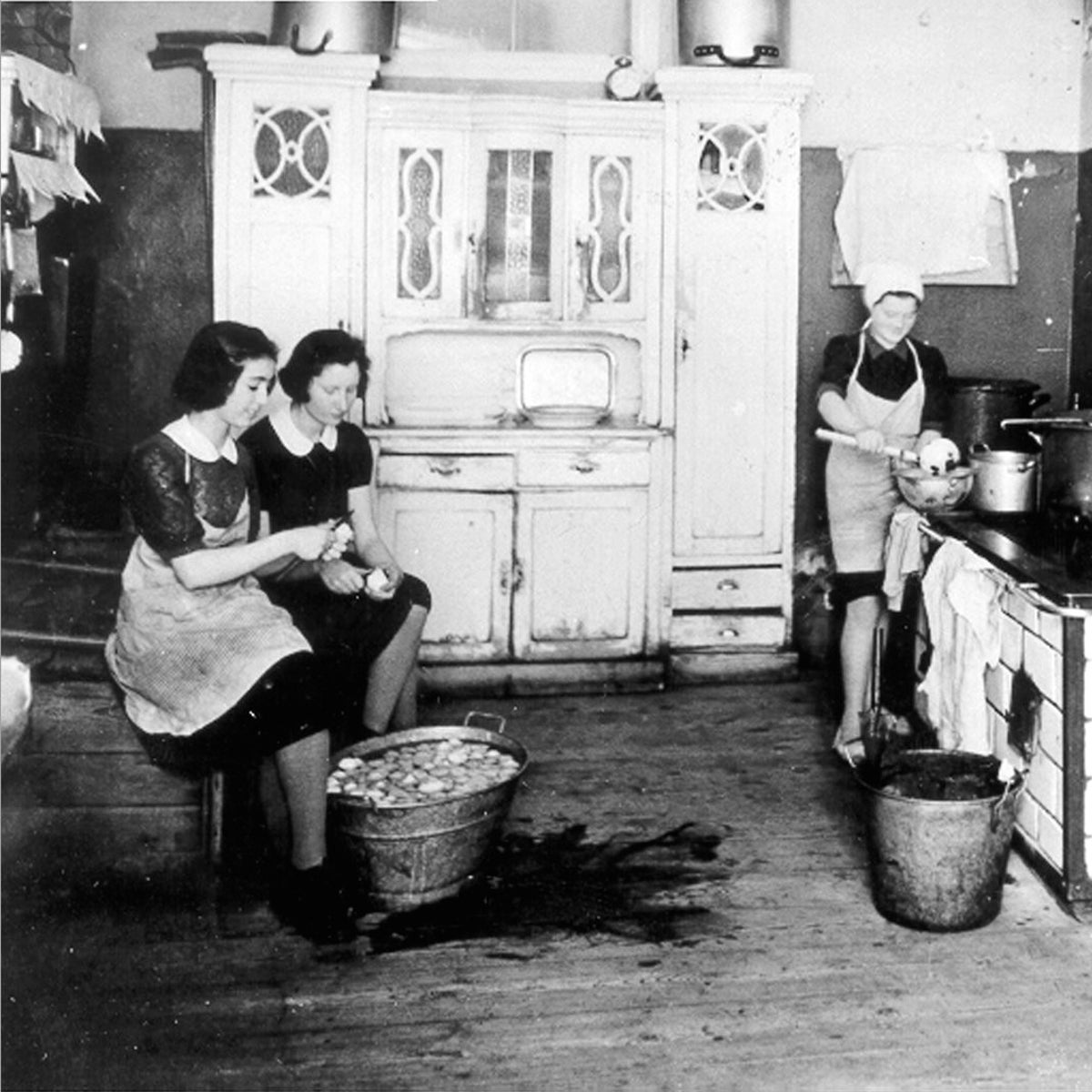 The kitchen of the Jewish orphanage in the Warsaw Ghetto.