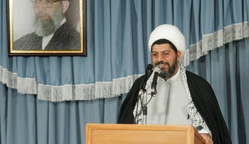"""Ali Shirazi, an aide to Supreme Leader Ayatollah Ali Khamenei, speaks under a picture of  the supreme leader in Tehran in this November 29, 2005 file photo. Iran will hit Tel Aviv, U.S. shipping in the Gulf and American interests around the world if it is attacked over its disputed nuclear activities, Ali Shirazi was quoted as saying on July 8, 2008. """"The first bullet fired by America at Iran will be followed by Iran burning down its vital interests around the globe,"""" the students news agency ISNA quoted Ali Shirazi as saying in a speech to Revolutionary Guards.      REUTERS/FARS NEWS/Alireza Baradaran/File     (IRAN) עלי שיראזי מראשי משמרות המהפכה באיראן"""