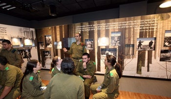 Soldiers at the Yad Vashem branch.