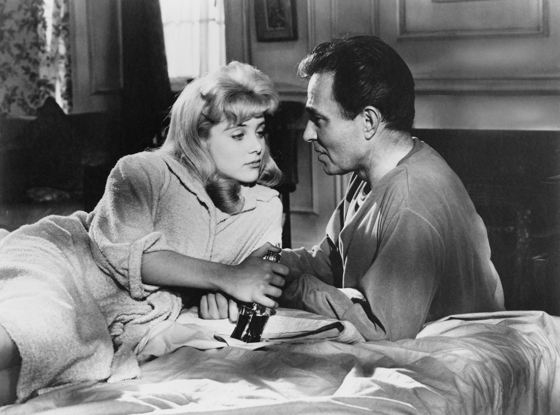 Sue Lyon as Dolores 'Lolita' Haze and James Mason as Humbert Humbert, in a scene from 'Lolitaת' directed by Stanley Kubrick, 1962.