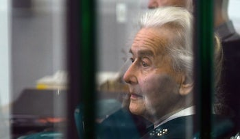 (FILES) In this file photo taken on October 16, 2017 Defendant Ursula Haverbeck waits for the opening of her trial at court in Berlin. German police are hunting an 89-year-old grandmother convicted on several occasions for Holocaust denial, after she failed to turn herself in to serve her prison sentence. / AFP PHOTO / POOL / Paul Zinken