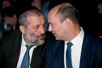 Interior Minister Arye Dery and Education Minister Naftali Bennett, the head of Habayit Hayehudi, attend a conference in Tel Aviv, May 6, 2018.