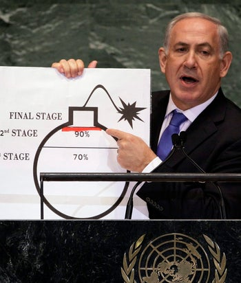 """General Speaker PropsIn this Thursday, Sept. 27, 2012 photo, Prime Minister Benjamin Netanyahu of Israel shows an illustration as he describes his concerns over Iran's nuclear ambitions during his address to the 67th session of the United Nations General Assembly at U.N. headquarters. Netanyahu's use of a cartoon-like drawing of a bomb to convey a message over Iran's disputed nuclear program this week, follows in a long and storied tradition of leaders and diplomats using props to make their points at the United Nations. (AP Photo/Richard Drew)או""""םאסיפה כללית של האומות המאוחדותראש הממשלה בנימין נתניהופצצהנאוםאטוםגרעין איראני"""