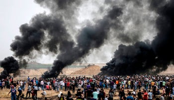 Palestinians clashing with Israeli troops on the Gaza border, May 4, 2018.