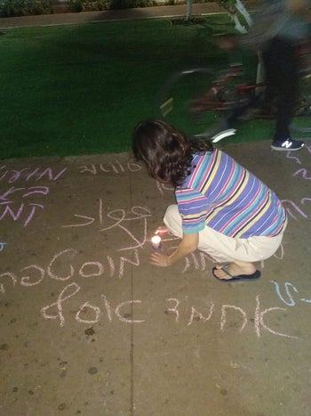 A girl draws in protest at a Tel Aviv rally against the bloodshed in Gaza, May 15, 2018.