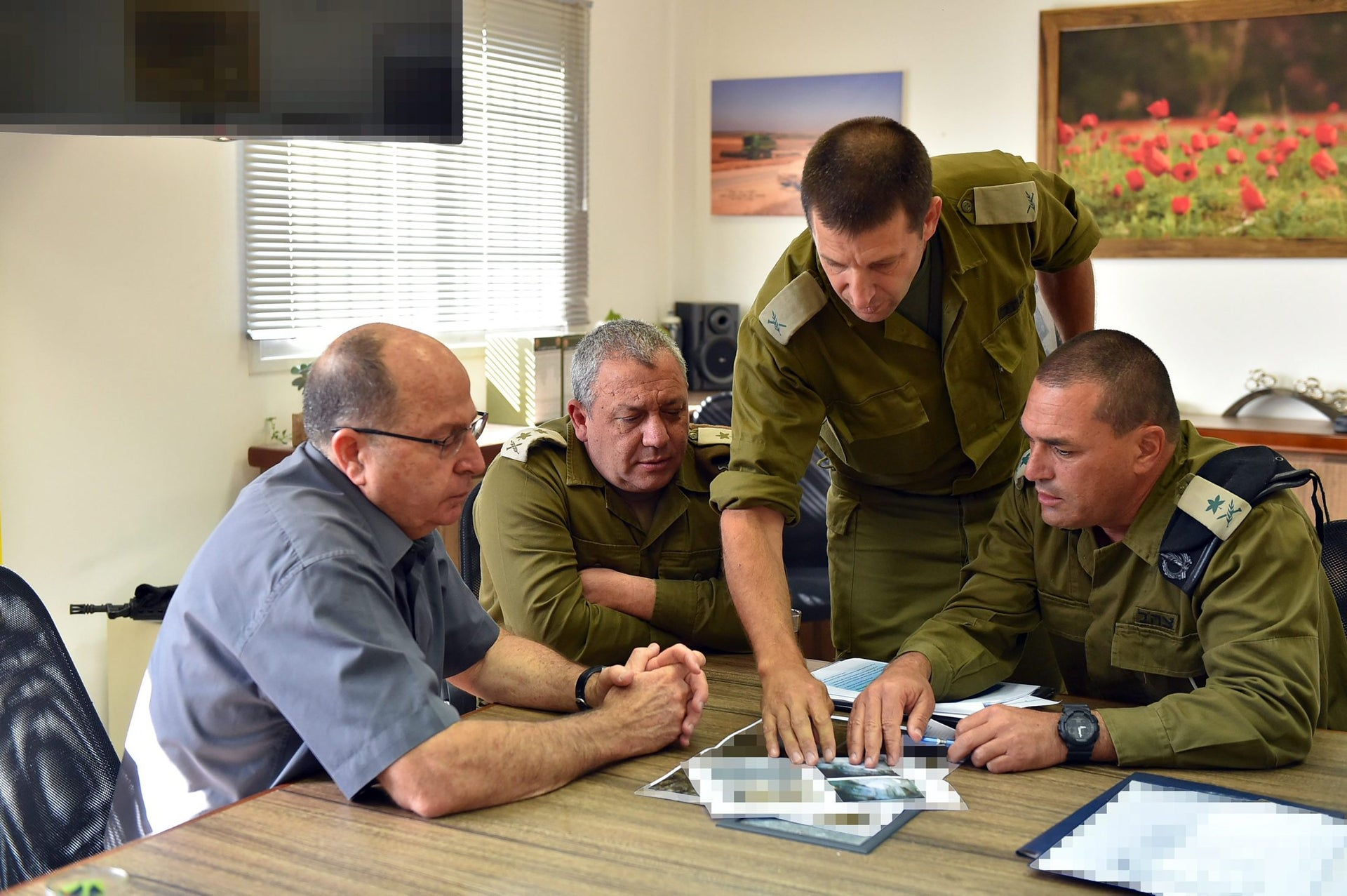 Then-Defense Minister Moshe Ya'alon visits the the IDF's Gaza Division along with IDF Chief of Staff Gadi Eisenkot, March, 2017.