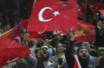 Supporters of Turkish President Recep Tayyip Erdogan at the pre-election rally in Sarajevo, Bosnia-Herzegovina, May 20, 2018.
