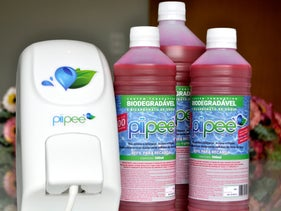 Piipee is a solution that, when it comes into contact with urine, neutralizes its smell and color, eliminating the need to flush it away.