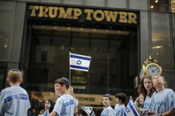 NEW YORK, NY - JUNE 03: People march in front of Trump Tower during the annual Celebrate Israel Parade on June 3, 2018 in New York City. Security will be tight for the parade which marks the 70th anniversary of the founding of Israel.   Kena Betancur/Getty Images/AFP == FOR NEWSPAPERS, INTERNET, TELCOS & TELEVISION USE ONLY ==