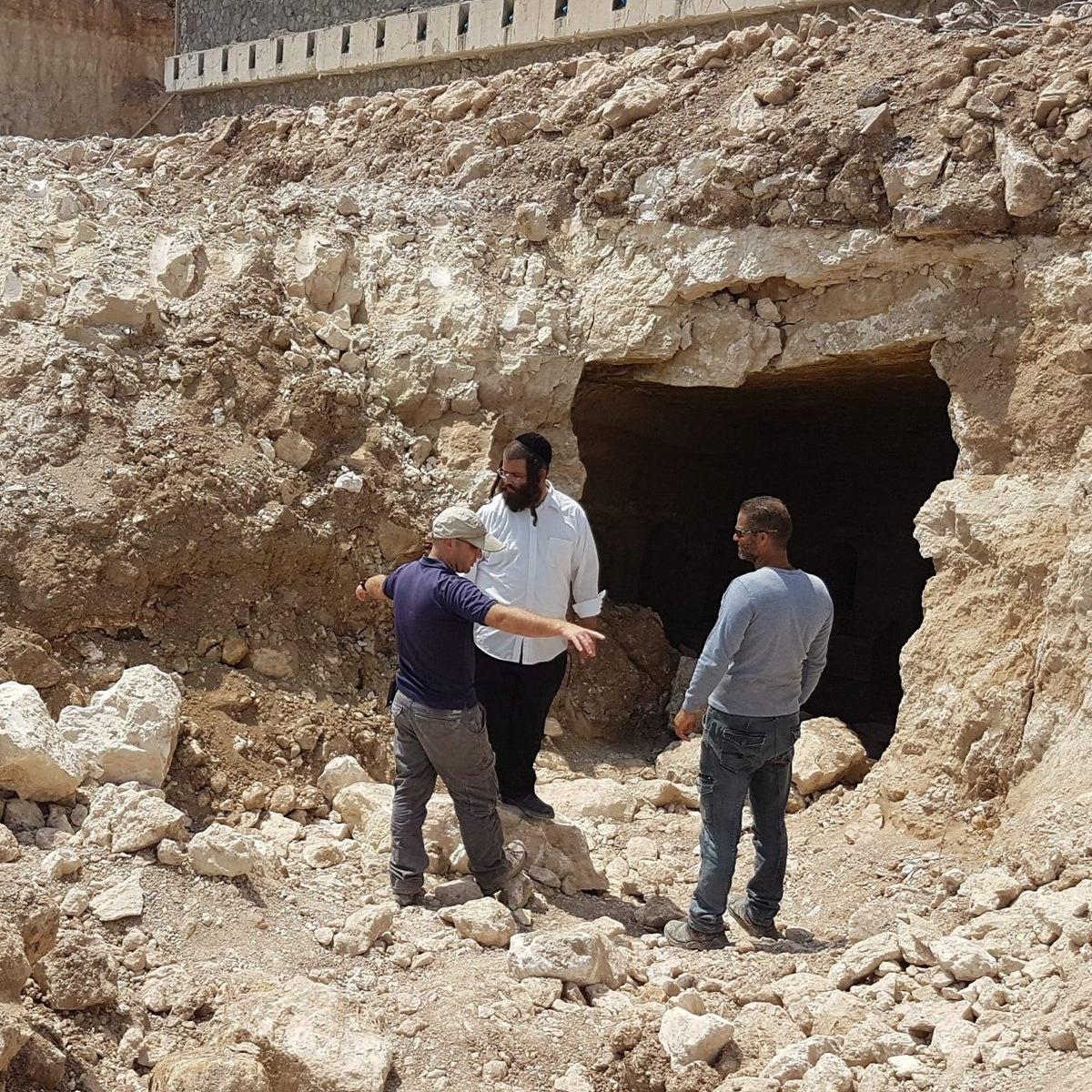 And there it was: Jewish catacomb found in Tiberias.