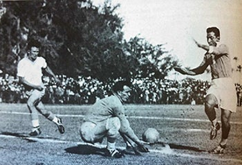 Egypt's Mokhtar, right, trying to score against goalkeeper Zeev (Willy) Berger and defender Pinhas Fiedler of the Palestine team, at the pre-Cup 1934 game in Tel Aviv.