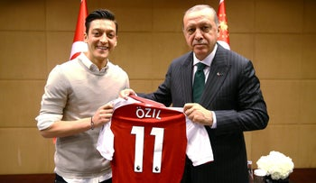 Turkish President Tayyip Erdogan meets with Arsenal's soccer player Mesut Ozil in London, Britain May 13, 2018. Picture taken May 13, 2018. Kayhan Ozer/Presidential Palace/Handout via REUTERS ATTENTION EDITORS - THIS PICTURE WAS PROVIDED BY A THIRD PARTY. NO RESALES. NO ARCHIVE.?