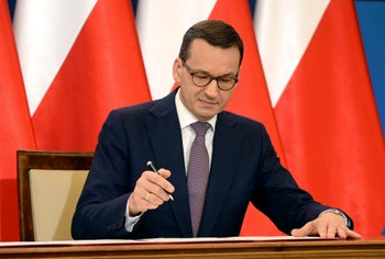 Polish Prime Minister Mateusz Morawiecki signs a joint declaration with Israel, Warsaw, Poland, June 27, 2018.