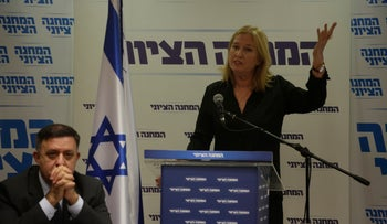 Zionist Union leaders Avi Gabbay and Tzipi Livni at a meeting of the alliance's Knesset members, May 7, 2018.