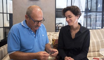 Yaron Roksza examines the fountain pen that belonged to his father after it was presented to him by Floriane Hohenberg.