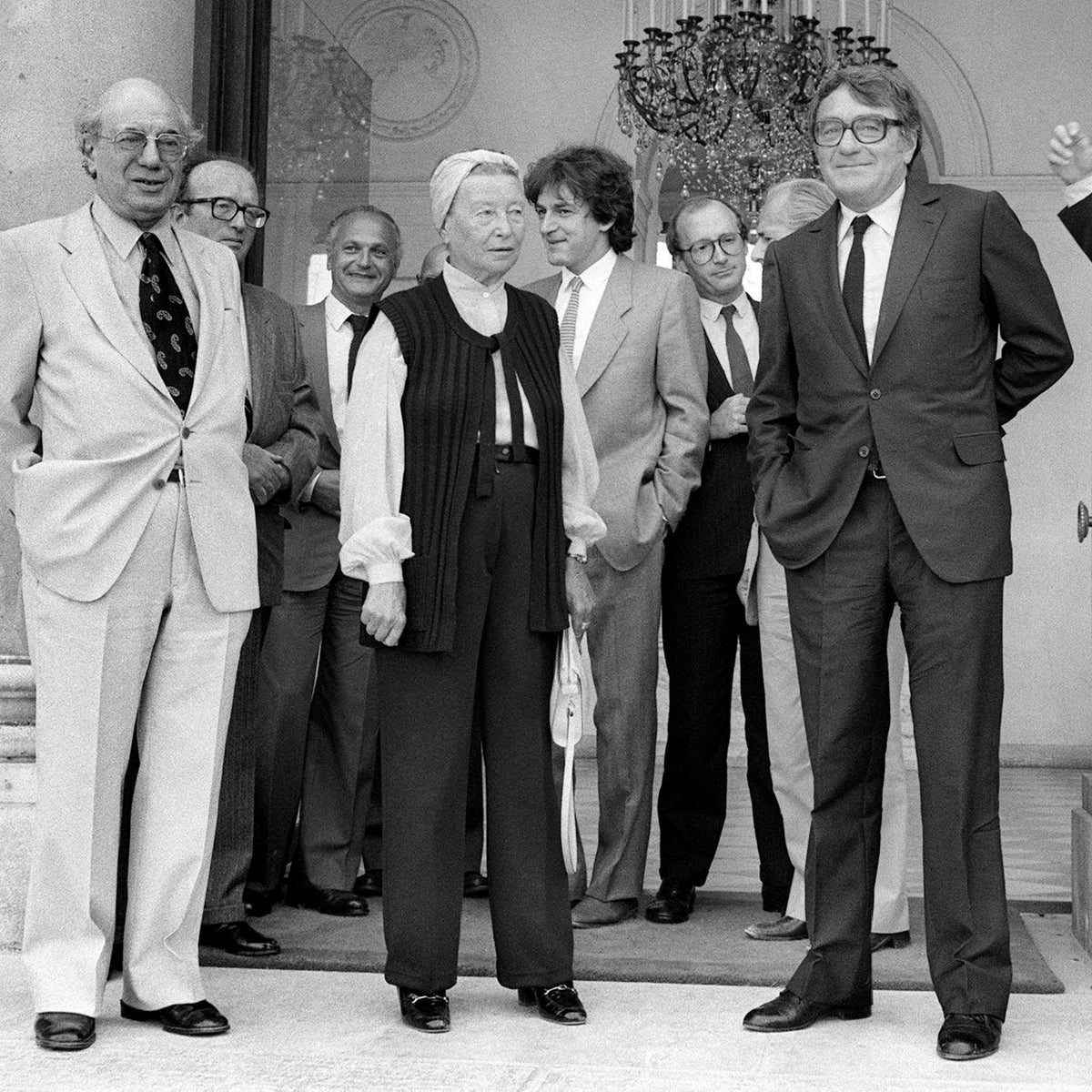 French intellectuals Maxime Rodinson, Simone de Beauvoir, Claude Lanzmann, Regis Debray, Pierre Nora and Alain Finkielkraut pose at the Elysee palace, September 14, 1982.
