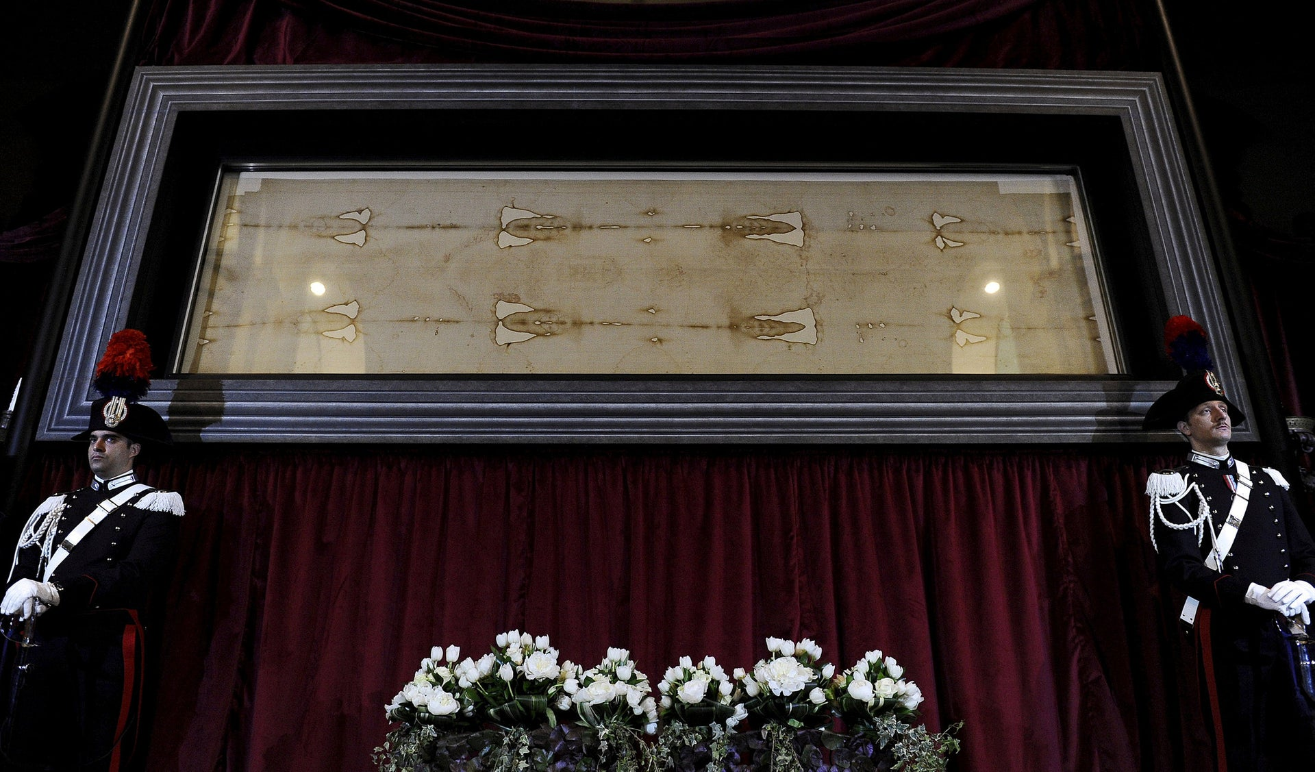 FILE PHOTO: Carabinieri's paramilitary police stands next to the Holy Shroud during a media preview of the Exposition of the Holy Shroud in the Cathedral of Turin April 18, 2015.