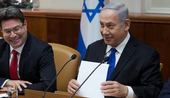 Science Minister Ofir Akunis and Prime Minister Benjamin Netanyahu at a cabinet meeting in April 2018.