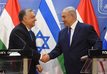 Hungarian Prime Minister Viktor Orban shakes hands with Israeli Prime Minister Benjamin Netanyahu, at a joint press conference at the Prime Minister's office in Jerusalem. July 19, 2018