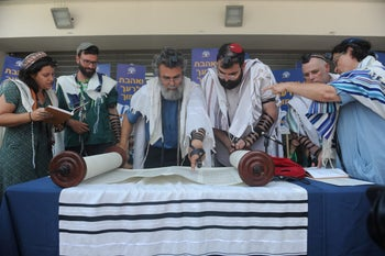 Rabbi Dov Haiyun, a Conservative rabbi who has been arrested by the Chief Rabbinate for presiding over a wedding deemed to be illegal according to Jewish law, at a prayer protest at the Haifa Rabbinic Court, July 22, 2018.