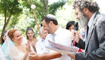 Rabbi Dov Haiyun officiating a wedding ceremony.