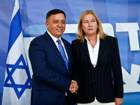 Avi Gabbay and Tzipi Livni at a press conference in July 2018.