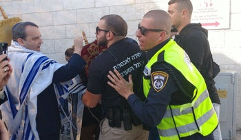 Rabbi Gilad Kariv, executive director of the Reform movement in Israel, in an altercation with security guards at the Western Wall site, November 2017.