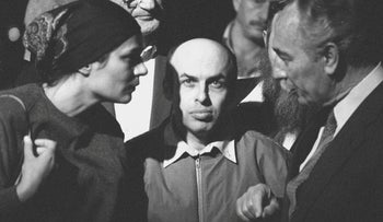 Shimon Peres, right, receiving Natan Sharansky and his wife Avital at Ben-Gurion Airport after the dissident's release from Soviet jail, February 1986.