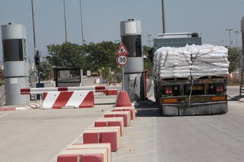 A truck drives through the the Kerem Shalom crossing between Israel and Gaza, July 2018