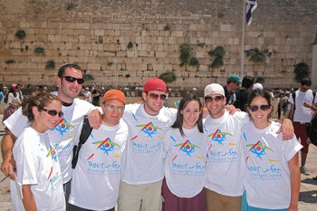 Illustration: Birthright-Taglit participants at the Western Wall