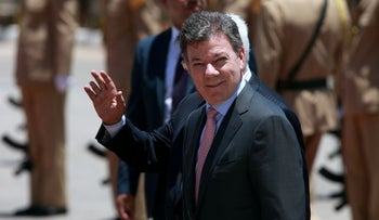 Colombian President Juan Manuel Santos visiting Palestinian counterpart Mahmoud Abbas in the West Bank, June 2013.