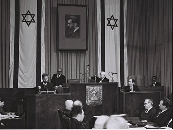 Uri Avnery speaking at the Knesset, November 11, 1965.