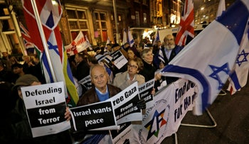 Pro-Israeli protesters gather at a rally in support of Israel, outside the road leading to the Israeli Embassy, in London,Thursday, Nov. 15, 2012.