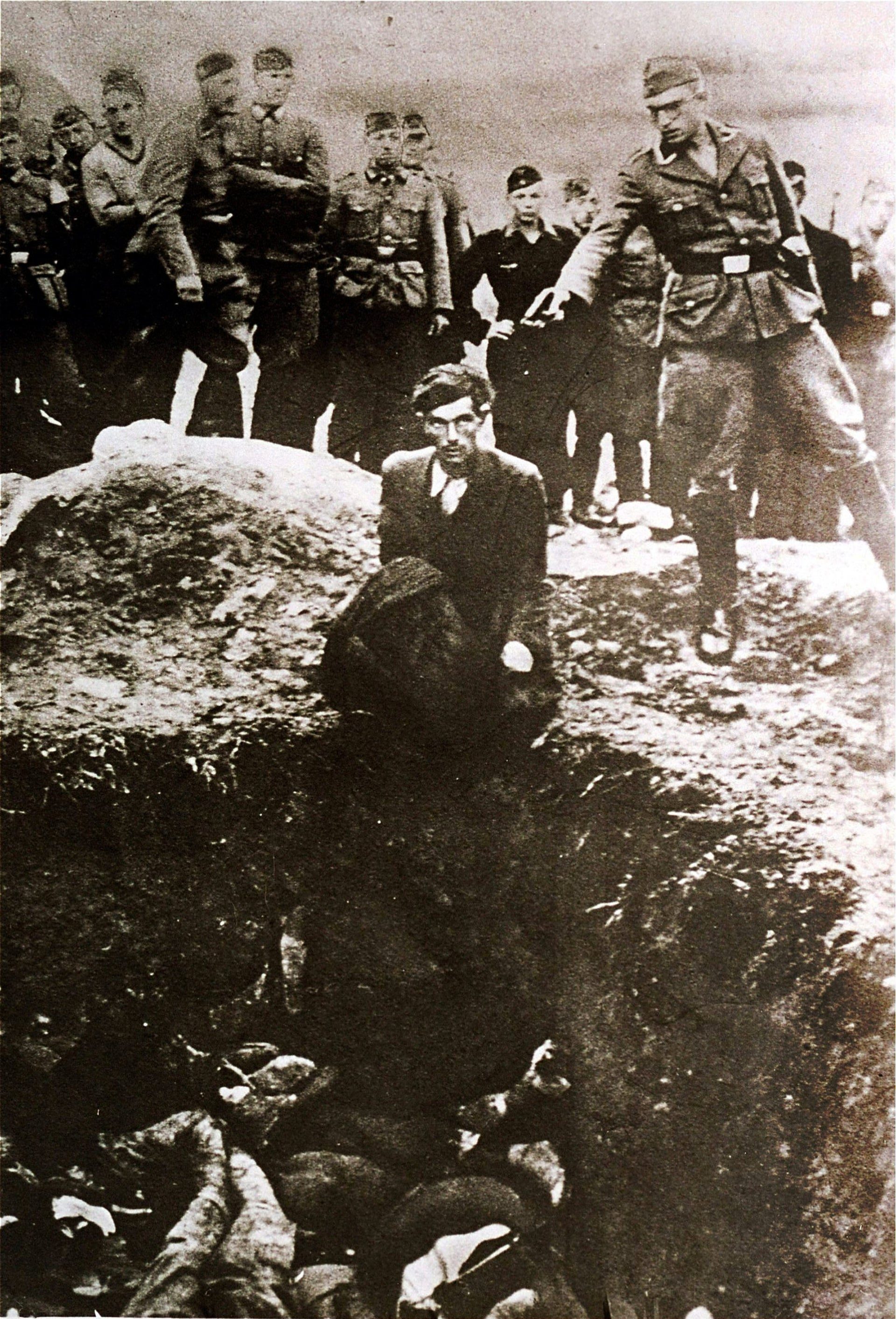 a German soldier shooting an Ukrainian Jew during a mass execution in Vinnitsa, Ukraine, between 1941 and 1943.