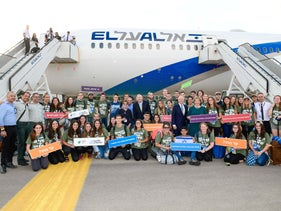 A new batch of immigrants arrives to Israel on a Nefesh B'Nefesh flight, August 16, 2018.