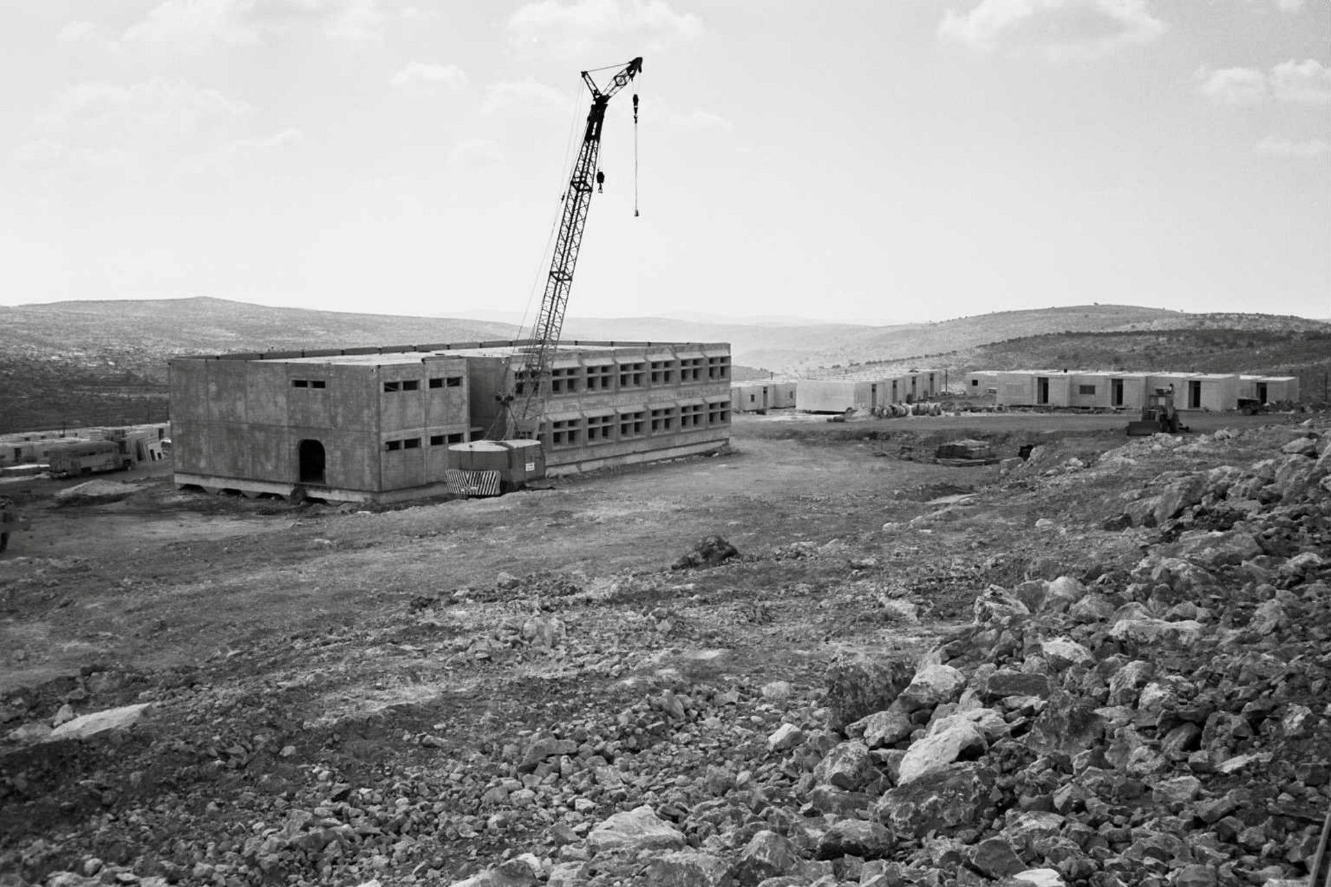 Construction in the early days of Ariel.