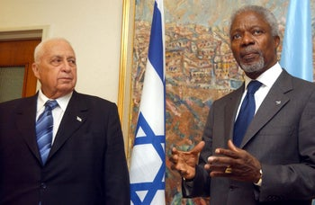 Kofi Annan with former Israeli Prime Minister Ariel Sharon in Jerusalem, March 27, 2006