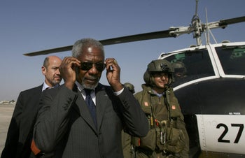 File photo: UN Secretary General Kofi Annan arrives at Ben Gurion airport in Tel Aviv, Israel, Aug. 29, 2006.