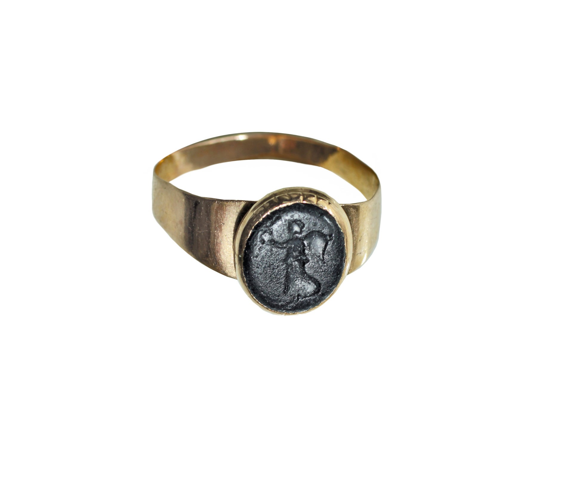 The ring Freud gave the analyst Eva Rosenfeld, also bearing the image of the goddess Nike.