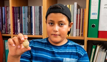 Itamar Barnea and the fertility figurine that he found.